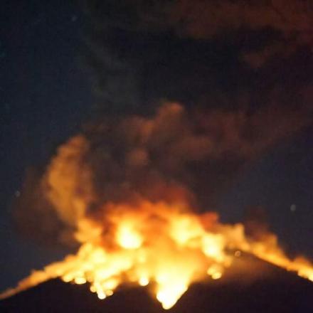 Breking News : Larva Pijar Gunung Agung Keluar capai 2 KM
